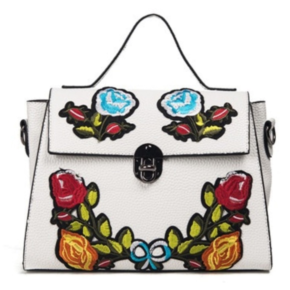 BOUTIQUE Handbags - 🎉HOST PICK🎉Extraordinary Embroidered Floral